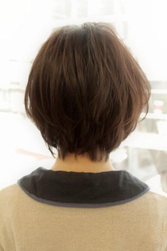 黒髪でも軽く見えるボブ佐藤遥6