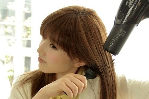 家での髪の乾かし方【ブロー】(髪のまとまりとツヤを出す簡単な方法!)