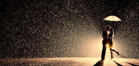 雨の日の髪の扱い方は?悩み別の5つの対処法!【美容師のQ&A】