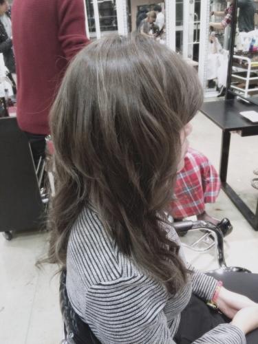 暗めプラチナアッシュ☆光の加減で立体感が出てくるヘアカラー【2015年の髪色】2