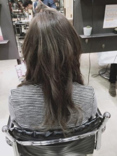 暗めプラチナアッシュ☆光の加減で立体感が出てくるヘアカラー【2015年の髪色】3