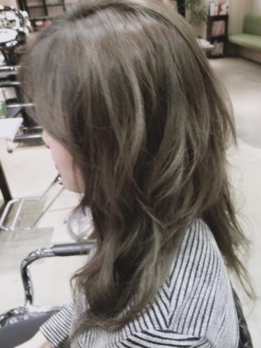 暗めプラチナアッシュ☆光の加減で立体感が出てくるヘアカラー【2015年の髪色】4