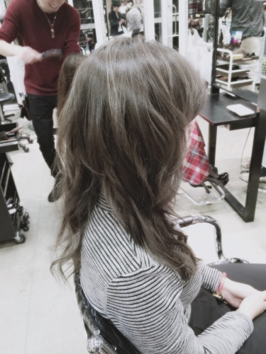 暗めプラチナアッシュ☆光の加減で立体感が出てくるヘアカラー【2015年の髪色】5