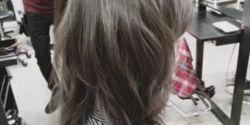 暗めプラチナアッシュ☆光の加減で立体感が出てくるヘアカラー【2015年の髪色】6