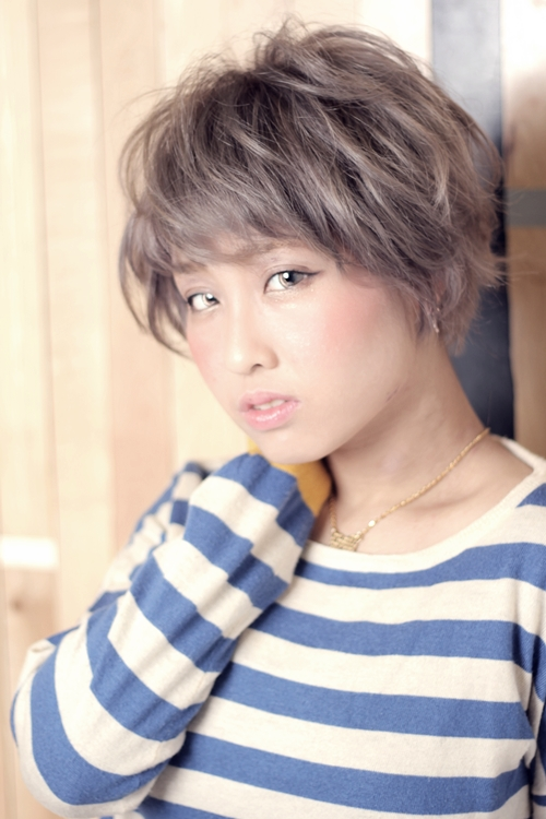 メルティホワイトカラー×マッシュボブスタイル【ブリーチ必須の髪型】