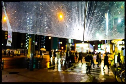 雨の日の湿気で髪のボリュームが出てしまう時の対処法