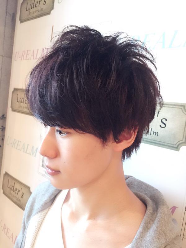 【さわやかメンズマッシュスタイル】重ためバングとすっきり襟足の髪形02