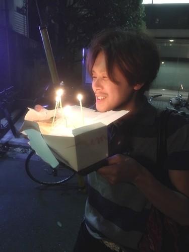 ラブホ街で誕生日ケーキ14