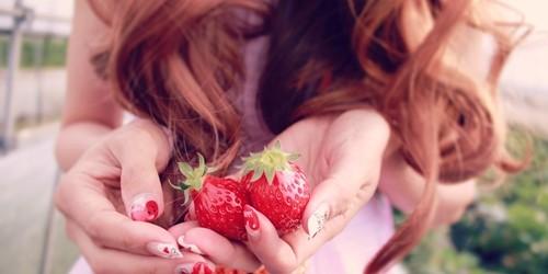 赤に染め続けた髪をアッシュ系の髪色にすることは出来ますか?【美容師のQ&A】