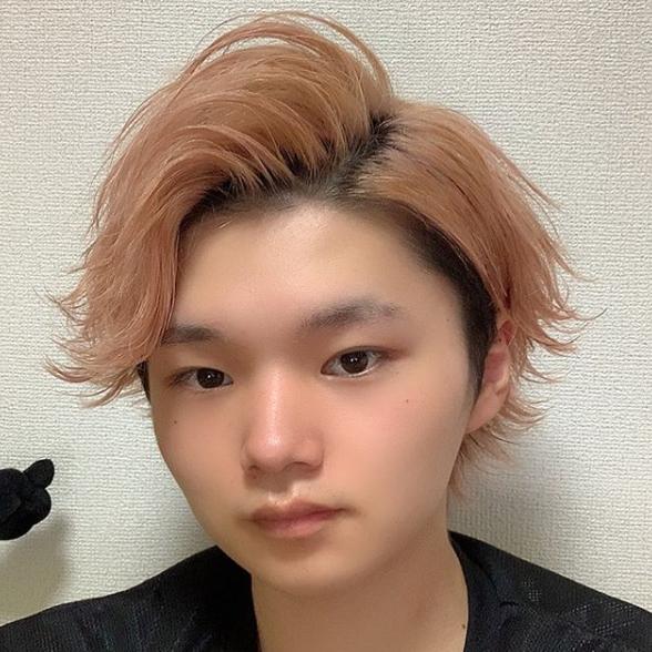 【しんさく】YouTuberでTikTokerで美容師の紹介03